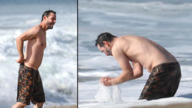 Plajda görüntülenen 56 yaşındaki Keanu Reeves, fiziğiyle göz kamaştırıyor