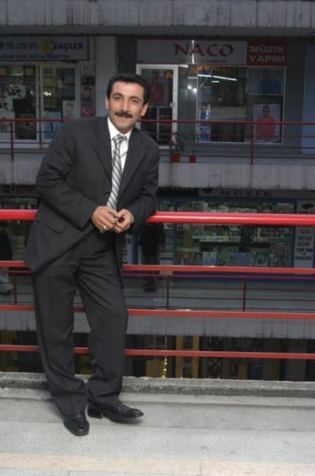 Ünlü şef Mehmet Yalçınkaya gençlik fotoğrafını paylaştı, herkes Latif Doğan'a benzetti