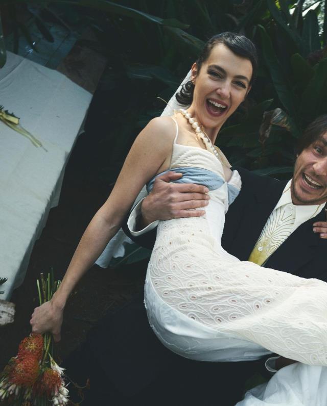 Oyuncu Ahmet Rıfat Şungar ve Esra Gülmen evlendi! Gelinlik ve damatlık görenleri şaşkına çevirdi