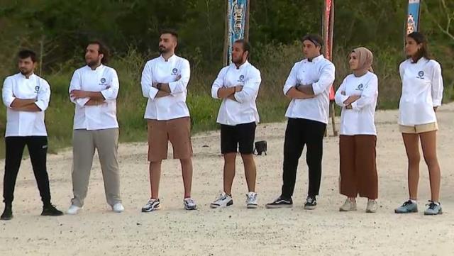 Survivor 2021'de MasterChef rüzgarı! Dokunulmazlığı kazanan yarışmacılar için özel yemek yaptılar
