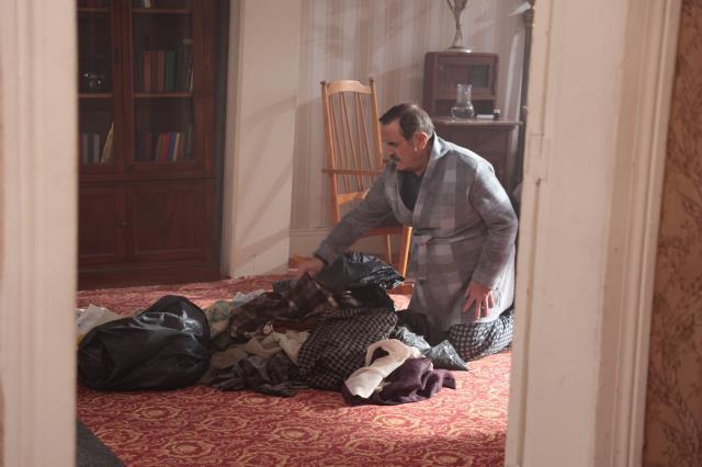 Masumlar Apartmanı'nda nefes kesen sahne! Han, kazan dairesinde birini saklıyor