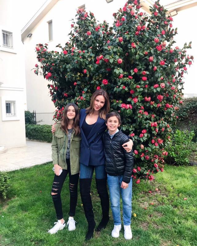 Demet Şener, 15 yaşındaki kızıyla pozunu paylaştı her gören aynı yorumu yaptı: Sanki annesi değil ablası