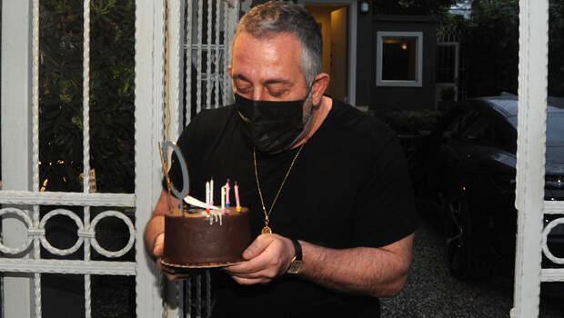 Basın mensuplarından Cem Yılmaz'ı şaşırtan doğum günü sürprizi